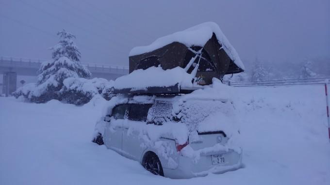 ルーフテント 雪の中