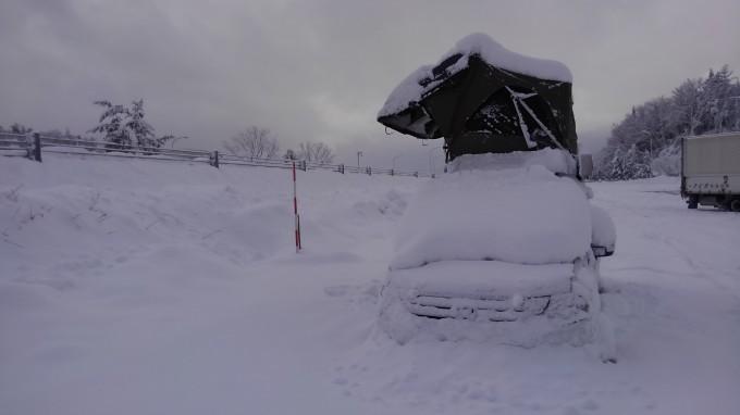 ルーフテント 雪に埋もれる